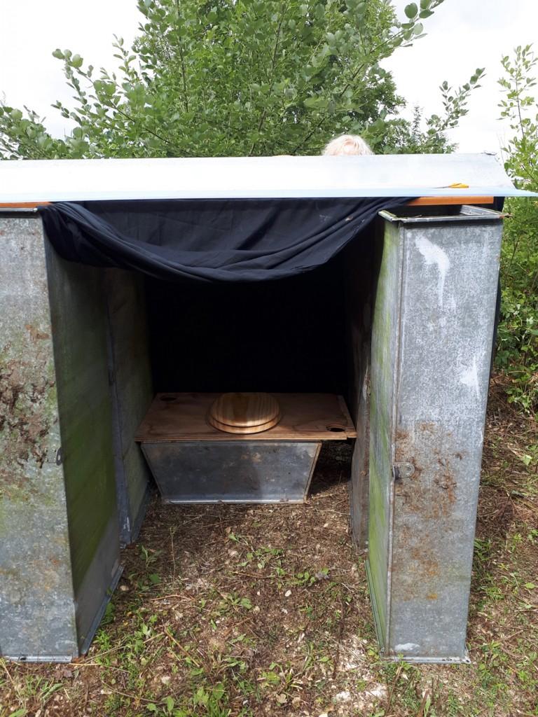 toilette sèche construit avec la recup du tunnel